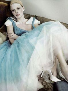 Lara Stone by Mario Testino for British Vogue, May 2007