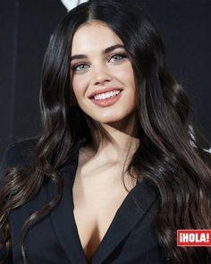 Most Beautiful Eyes, Gorgeous Women, Brunette Beauty, Hair Beauty, Belle Silhouette, Aesthetic Girl, Woman Face, Dark Hair, Pretty Woman