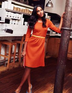Leila Kleid aus Ponte-Roma-Jersey,  Leicht tailliert ¾-Arm Länge bis oberhalb des Knies Mittelschwerer, strukturierter Jersey Gefüttertes Oberteil Seitlicher Reißverschluss