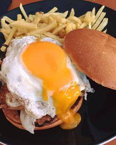Βig Bang  Δοκμάστε το Big Bang με τσένταρ αυγό τηγανητόκρεμμύδια φριζέ bbq sauce και πατάτες τηγανητές!! Τηλέφωνα παραγγελιών: Ala Burger Quality Food Πέτρου Ράλλη 527 Νίκαια 2104920233 #burger #alaburger #nikaia #minichorizo #onions rings #sesamybbqstrips #mozzarella #sticks #sandwich #burgernikaia #kidsmenou #picante #sweetchili #truffle mayo #caesar #blue cheese #honeymustard #caesar's #alaburger #qualityfoods #clubsandwich #kaiser #fix #mythos #cocacola #chocolovercake Mozzarella Sticks, Eggs, Breakfast, Food, Morning Coffee, Essen, Egg, Meals, Yemek