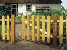 Resultado de imagen para rejas de madera para jardin