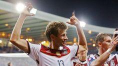 Thomas Müller schoss in Schottland nicht nur zwei Tore, sondern bereitete auch noch einen Treffer überragend vor