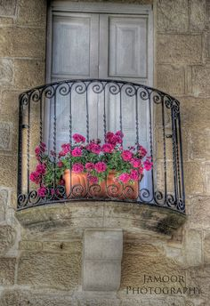Romeo and Juliet Balcony by Jamoor, via Flickr  Mdina, Malta