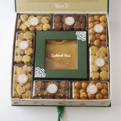 ❤SpekkoekHuis hamper consists of Lapis Legit & Cookies is such an exclusive gift to someone special on your special day   #Hamper #gift #raya #lebaran #eidmubarak #cake