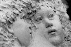 """Fontaine de """"la fraternité"""" sculpture de Sabine Cherki, Rond-point à Longjumeau. Ile-de-France"""