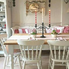 Get on your smart phone caused shabby chic dining room decor Shabby Chic Dining Room, Shabby Chic Kitchen, Shabby Chic Decor, Cottage Kitchens, Cottage Interiors, Home And Deco, Cottage Style, Sweet Home, Room Decor