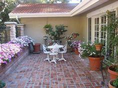 Spanish style homes – Mediterranean Home Decor Brick Courtyard, Courtyard Ideas, Courtyard Gardens, Front Yard Patio, Front Porch, Spanish Style Homes, Mediterranean Home Decor, Brick Patios, Concrete Patio