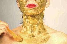 Эта маска отлично сработает в канун праздника или любого важного мероприятия, когда вам нужно выглядеть просто сногсшибательно. Без преувеличения можно сказать, что она просто стирает годы с лица. После применения такой маски лицо выглядит, как после дорогой салонной процедуры. А состоит такая ма