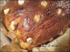"""Le Craquelin est un pain brioché au sucre d'origine Belge que nous avons coutume de consommer aussi ici, dans le nord de la France. Il est plus souvent appellé """"Pain Gâteau au Sucre"""" mais peu importe son nom, c'est un p'tit régal le matin au petit déjeuner..."""