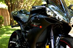 05 Yamaha R1 (Raven) by Nelson Vergel