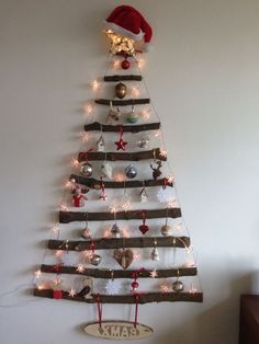 25 Easy and Simple DIY Flat Christmas Tree Ideas to Give You Inspiration Wall Hanging Christmas Tree, Christmas Tree Tumblr, Twig Christmas Tree, Creative Christmas Trees, Diy Christmas Decorations Easy, Christmas Crafts, Natural Christmas, Snowman Crafts, Rustic Christmas