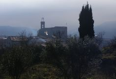 View of Suria in a misty morning. Tour Guide, Middle Ages, Empire State Building, Old Town, Medieval, The Neighbourhood, Barcelona, Castle, Old Things