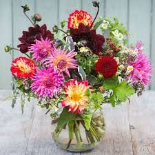 love these bright dahlias and seasonal autumn foliage and herbs by The Real Flower Company. click through for more utterly beautiful seasonal autumn flower arrangement ideas you'll love to make Christmas Flowers, Fall Flowers, Cut Flowers, Flower Arrangement Designs, Fall Flower Arrangements, Herb Bouquet, Rose Bouquet, Good Shabbos, Autumn Wreaths For Front Door
