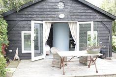 B&B het houten huisje op de Veluwe - Privé houten terras met uitzicht over het land