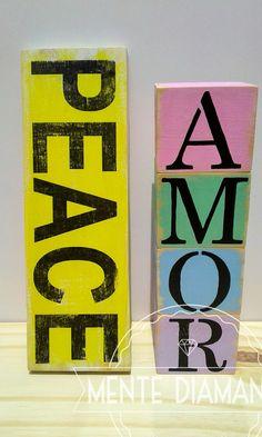 Cartel Vintage de madera PEACE. Para Colgar o Apoyar + Cubos de letras. *Medidas: 30x10x2cm (cartel), 7x7x7cm (Cubos) *Pintado y barnizado con LACA *Color de fondo a elección. Las más pedidas: HOME / LOVE / LIVE / MUSIC / HOPE / AMOR & PAZ / VIVE FELIZ / WELCOME * Nombres * Palabras personalizadas. Ideales para: *Deco hogar *Palabras positivas *Regalos *Souvenirs. Mente Diamante. #Carteles #Palabras #Vintage #Madera #Artesanal #Peace #Amor