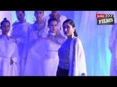 Video - Bollywood Bebo Kareena Kapoor Khan looked gorgeous as she walked the ramp for Lakme Fashion Week 2015 Grand Finale