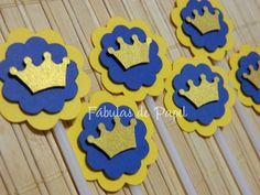 Topper Coroa Festa Príncipe Festa Mickey Baby, Finger Puppet Patterns, Prince Party, Baby Blessing, Baby Boy Shower, Cake Toppers, Diy And Crafts, Birthdays, Handmade