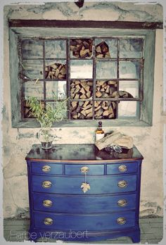 "Napoleonic Blue by Annie Sloan ""Chalk Paint ™"" - love this color Chalk Paint Projects, Chalk Paint Furniture, Furniture Projects, Furniture Makeover, Furniture Decor, Dresser Makeovers, White Furniture, Paint Ideas, Annie Sloan Chalk Paint Inspiration"