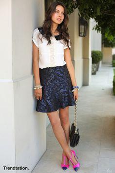 Annabelle apuesta por darle un toque de color y originalidad inesperado a un estilismo clásico y sobrio. Sin duda su falda de Asos nos parece preciosa.