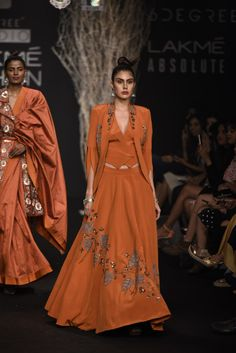 De Belle at Lakmé Fashion Week Winter/Festive 2017 - PK Vogue Indian Wedding Gowns, Pakistani Wedding Outfits, Pakistani Dresses, Indian Dresses, Indian Outfits, African Outfits, Indian Clothes, Ethnic Fashion, African Fashion