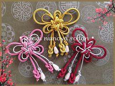 蝶(ナビ)の飾り☆メドップ1DAY教室 Crafts To Make And Sell, Easy Diy Crafts, Japanese Ornaments, Celtic Heart Knot, Creation Crafts, Creative Box, Paracord Projects, Bracelet Crafts, Macrame Patterns