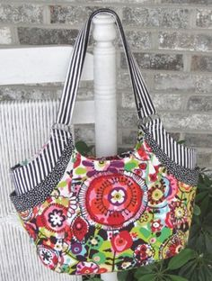 Love the lines of this purse. Pattern is just $12! I can see lots of Christmas gifts right there...