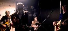 Sono i #tour in Europa e in #Australia che lo hanno inspirato per il suo nuovo #album che uscirà a giugno. #KaurnaCronin si racconta in occasione del #mONdayLive di #Cantunera, a #Licata.  #musica #eventi #concerti #cantautore