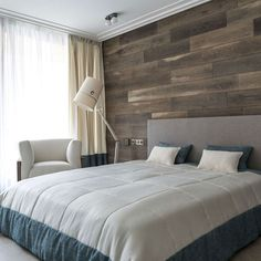 House in Birch Forest by Aleksandr Zhidkov - modern, minimalistic design with the use of natural materials. I really love the wooden wall in this bedroom! Plank Wall Bedroom, Accent Wall Bedroom, Plank Walls, Home Bedroom, Modern Bedroom, Luxurious Bedrooms, Beautiful Bedrooms, Decor Interior Design, Home Decor