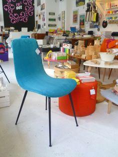 """krzesło """"pająk"""" wyprodukowane w starej fabryce mebli w Radomsku w latach 60. Gięta tapicerowana sklejka + metalowe nóżki."""