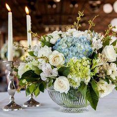 Resultado de imagem para hortencias + rosas brancas