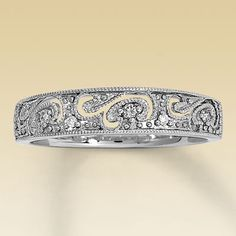 Beautiful wedding band - if my hubby ever asks what to get me for a gift, this is TOP of my list!!