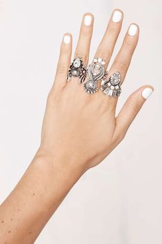 Miss Behaving Ring Set//