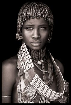 Ethiopia - Omo Black & White Beautiful Photography by John Kenny taken with Africa's remotest tribes. Fine art prints in black and white, also colour, are available to buy in signed, limited editions. Facing Africa: the book is out now John Kenny, Tribes Of The World, People Around The World, Foto Portrait, Portrait Photography, Woman Portrait, Photography Gallery, Photography Tags, Stunning Photography