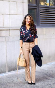 Floral Blouse for Work and Work Wear Outfit. Work Wear. Work Outfits. Outfits for Work. Professional Outfits. Floral blouses. Work Pants. #officestyle #workwear #workoutfits
