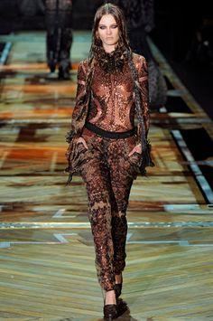 Desfile_ROBERTO_CAVALLI_Milan_Fashion_Week_FW_2011_imagen_7_de__8_es_Es_1298982485310.jpg (372×560)
