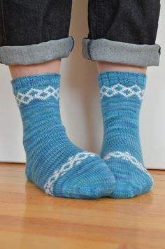Ravelry: Foare Socks pattern by Sashka Macievich