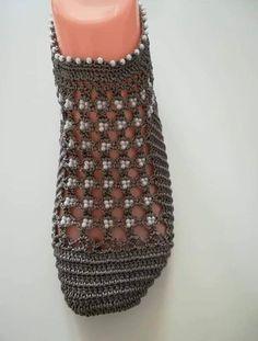 Yazlık Bayan Patik Yapılışı Crochet Slipper Pattern, Crochet Shoes, Crochet Slippers, Filet Crochet, Knit Crochet, Lady, Slipper Boots, Womens Slippers, Stiletto Heels