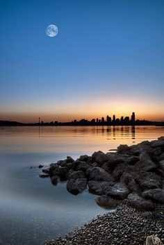 Alki Beach Sunrise, Seattle, Wsshington, USA.
