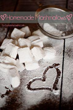 Homemade Marshmallows #recipe by bunsinmyoven.com | So easy and so impressive!
