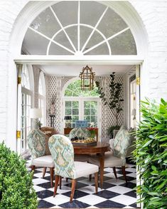 """SECRETS OF A HOSTESS MAGAZINE on Instagram: """"Fabulous SUNROOM via @normanaskins!! Photographed by @heidiface! 🤎🐝🤍🌿 • #outdoors #outside #sunroom #outdoordecor #afternoon #nature…"""" Chair Photography, Floating Staircase, Home Porch, Atlanta Homes, Luxury Homes Interior, Real Estate Companies, Shabby Chic Homes, Source Of Inspiration, Dining Room Design"""