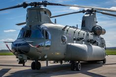 The newest Chinook and the for the Royal Air Force . Boeing Ch 47 Chinook, Chinook Helicopters, Military Helicopter, Military Aircraft, Ww2 Aircraft, Aircraft Carrier, Mundo Comic, Military Pictures, Army Vehicles