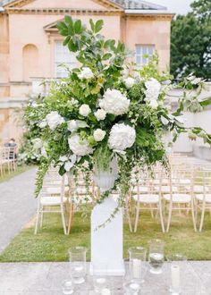 Beautiful Flower Arrangements, Wedding Flower Arrangements, Floral Arrangements, Beautiful Flowers, Wedding Aisle Decorations, Wedding Ceremony Flowers, Floral Wedding, Wedding Ideas, Table Decorations