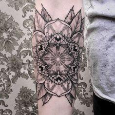 A arte do tatuador alemão Chaim Machlev (Dots To Lines)
