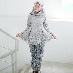 62 Ideas Modern Art Fashion Wedding Dresses For 2019 Model Kebaya Brokat Modern, Kebaya Modern Hijab, Kebaya Hijab, Kebaya Muslim, Kebaya Peplum, Kebaya Lace, Casual Hijab Outfit, Hijab Chic, Muslim Fashion