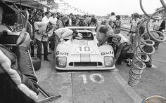 Le Mans 1975 - ravitaillement pour la Mirage GR8 #10 - Vern schuppan (AUS), Jean-Pierre Jaussaud (F). 3e au général.