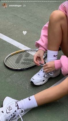 White Tennis Shoes, Tennis Shoes Outfit, Tennis Clothes, Army Shirts, Tennis Fashion, Insta Photo Ideas, Instagram Story Ideas, Summer Chic, Summer Girls