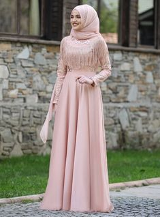 The perfect addition to any Muslimah outfit, shop Piennar's stylish Muslim fashion Salmon - Fully Lined - Crew neck - Muslim Evening Dress. Find more Muslim Evening Dress at Modanisa! Muslim Prom Dress, Muslim Evening Dresses, Hijab Evening Dress, Hijab Dress Party, Muslim Wedding Dresses, Dress Wedding, Wedding Bride, Purple Wedding, Abaya Fashion