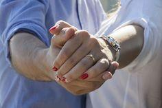 Engagement photos idea for couples. Engagement ring photo #engagement #engagementring #engagementphotos #ringphotos