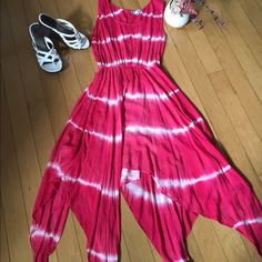 J Glee flair cut sundress 🌺 J Glee Red and white maxi flare SunDress ,buttons in the back very light weight in good condition❤️ J. Glee Dresses Maxi