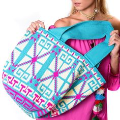 100 отметок «Нравится», 6 комментариев — Wayuu Luxury Mochila Bags (@luxchilas) в Instagram: «When size matters  #LuxuryMochilas #LUXCHILAS #shopluxchilascom • • • #handmade #handbag #ethnic…» Crochet Purse Patterns, Crochet Tote, Crochet Purses, Tapestry Bag, Tapestry Crochet, Handmade Handbags, Handmade Bags, Size Matters, Kate Spade Handbags